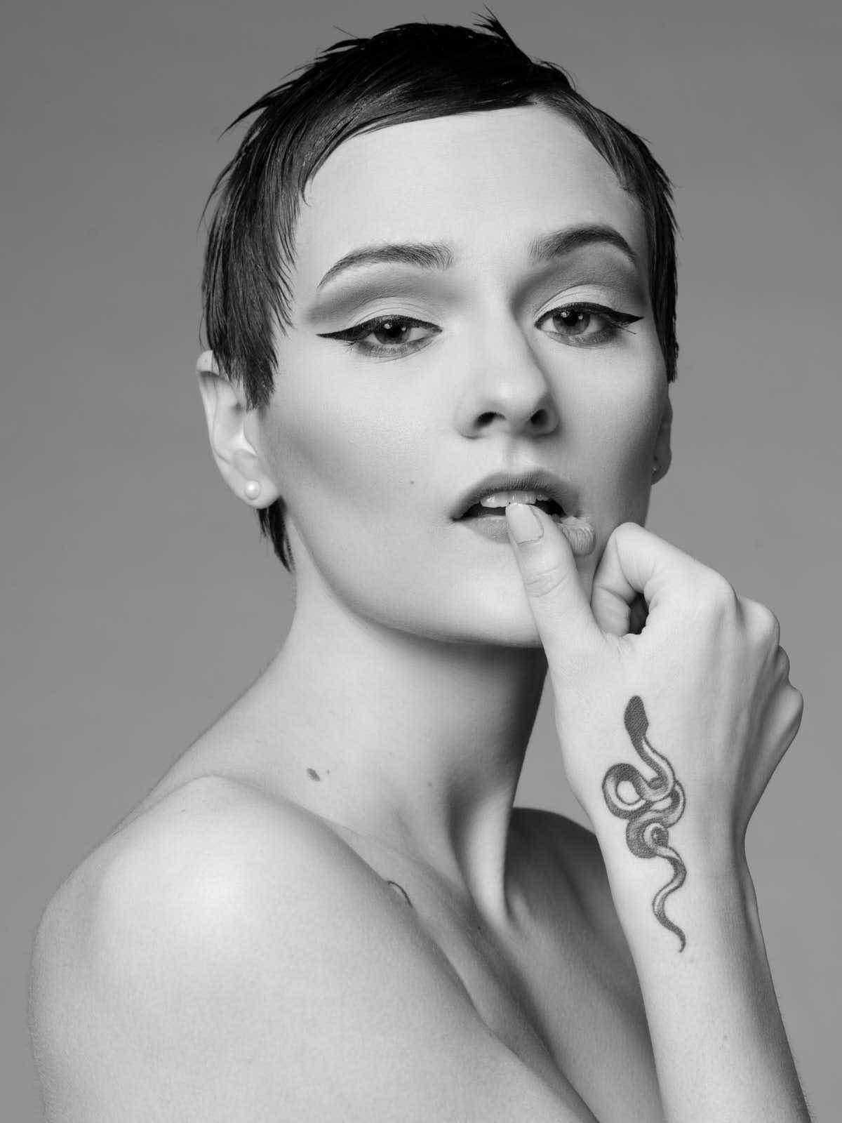 sce-agency-female-model-hunter-g-1a